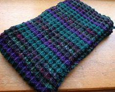 Make a textured scarf pattern for fall with this free knitting tutorial.