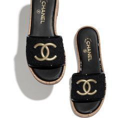 Shoes of the Spring-Summer 2020 CHANEL Fashion collection : Mules, tweed, black on the CHANEL official website. Chanel Mules, Chanel Official Website, Chanel News, Black Mules, Glass Slipper, Chanel Fashion, Fashion Sandals, High Jewelry, Mules Shoes