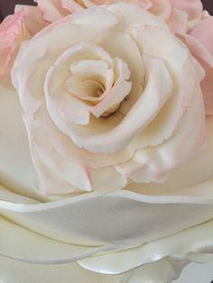 Tarta fondant con flores de pasta de goma                                                                                                                                                      Más