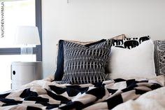 Kodin1-yhteistyö Valkoinen Harmaja -blogin kanssa. Bed Pillows, Pillow Cases, Home, Eggs, Pillows, Ad Home, Homes, Haus, Houses
