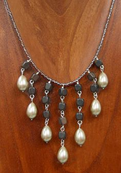 Learn how to make this cute Pearl Teardrop Dangle necklace. - perfect for a fancy night out.