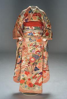 Kimono (Japan).  Wedding dress made up of several overlapping kimonos. c. 1930.