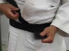 How to tie your belt (obi) - This really works! Took us several passes through the video and then we got it right. Our obi stayed tied all the way through our entire aikido class, falls and all.