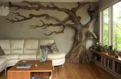 décoration murale en tronc d'arbre, table basse assortie et sol en parquet massif
