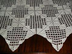 Esta toalha a minha mãe já a fez depois de casada.É composta por 84 quadrados levou 24 novelos e meio de linha nº12 Limol e é pregada com ...