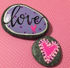 Painted Rock Ideas - Do you need rock painting ideas for spreading rocks around your neighborhood or the Kindness Rocks Project? Here's some inspiration with my best tips! Stone Art Painting, Star Painting, Pebble Painting, Dot Painting, Pebble Art, Rock Painting Ideas Easy, Rock Painting Designs, Stone Crafts, Rock Crafts