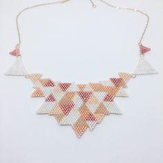 Collier en perles tissées, triangles