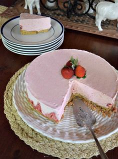 Strawberry Frozen Yogurt Pie - a great way to cool off on a hot day / Miss Information Blog / #dessert #pie
