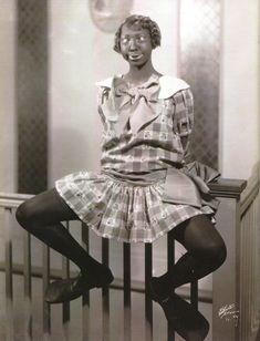Josephine Baker in 'burnt cork' makeup, early Josephine Baker, African American Makeup, African American Hairstyles, African American History, Baker Image, Harriet Tubman, Popular Music, Black Power, Glamour