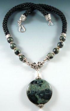 Antique Jewelry, Beaded Jewelry, Jewelry Necklaces, Handmade Jewelry, Beaded Necklace, Jewelry Accessories, Women Jewelry, Jewelry Design, Ideas Joyería
