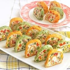 Rainbow Roll Pancakes (in Romanian) Tapas, My Favorite Food, Favorite Recipes, Macedonian Food, Brunch, Cooking Recipes, Healthy Recipes, Appetisers, Appetizer Recipes