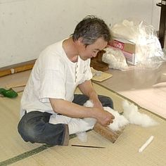 Fiber Preparation and the Spinning of Cotton in Japan. In Japanese----but an EXCELLENT pictorial reference.