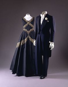 The Duke of Windsor's Midnight Blue Evening Suit by F. Scholte (British) and H. Harris (American) together with the Duchess of Windsor's Evening Dress by Mainbocher, circa 20s Fashion, Fashion History, Vintage Fashion, Classic Fashion, Mode Masculine, Historical Costume, Historical Clothing, Vintage Dresses, Vintage Outfits
