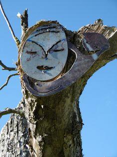 Diesem Kunst Gesichter Baum haftet die Schattenseiten des Lebens an, Vergänglichkeit ist mit in unserer Zeitrechnung, so war der im Ersten Weltkrieg gefallene Maler Franz Marc es nicht vergönnt weiter Kunstwerke eben auch für uns zu schaffen ... Frieden Stiften ...