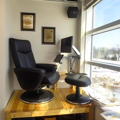 Recliner workstation taking advantage of a small alcove in the corner of my office Office Interior Design, Office Interiors, Portable Laptop Table, Laptop Desk, Fold Out Desk, Office Nook, Diy Chair, Small Office, Inspired Homes