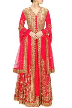 This Pink Bridal Sabyasachi lehenga is in net fabric having sequin, dabka and gottapatti work on it. This Sabyasachi lehenga is on SALE for a limited period.