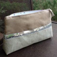 Pochette sable  bi matière avec paillettes argentées