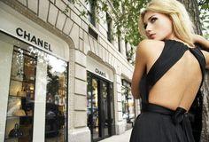 Consejos de moda para llevar tu espalda descubierta sin sentirte incómoda