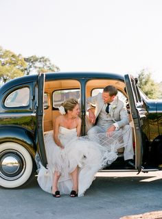 car fun. wedding photo idea