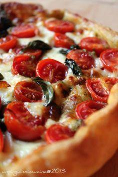 Torta salata con stracchino, pomodorini e pesto | Un Pinguino in cucina