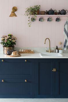 Navy Kitchen, Life Kitchen, Shaker Kitchen, Kitchen Tiles, Pink Kitchen Walls, Blue Kitchen Ideas, Cottage Kitchen Inspiration, Pink Kitchen Designs, Kitchen Interior
