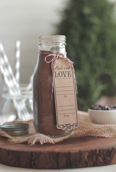 Yes, FINALLY! A DIY Homemade Hot Chocolate Mix Made Without Refined Sugar or Powdered Milk. This stuff is healthy and so good!!
