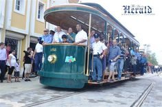 #aioutlet I want to ride the trolley! New trolley system in Downtown Oranjestad