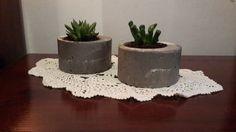 זוג עציצי בטון דקורטיביים | פיסולים | מרמלדה מרקט