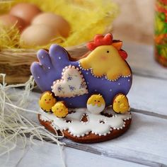Easter Cookies are the best way to spread the festive cheer. Here are the best Easter cookies ideas & Easter cookie decorating inspiration for you to try. Fancy Cookies, Iced Cookies, Cute Cookies, Easter Cookies, Easter Treats, Cupcake Cookies, Sugar Cookies, Cookie Favors, Flower Cookies