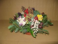 šiškové tvoření - Hledat Googlem Floral Wreath, Wreaths, Decor, All Saints Day, Floral Crown, Decoration, Door Wreaths, Deco Mesh Wreaths, Decorating