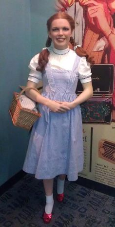 Wax figure of Judy Garland as Dorothy at Madame Tussauds Wax Museum in NY. Madame Tussauds, Museums In Ny, Famous Celebrities, Celebs, British Royal Family Members, Wizard Of Oz 1939, Dorothy Gale, Wax Museum, Hollywood