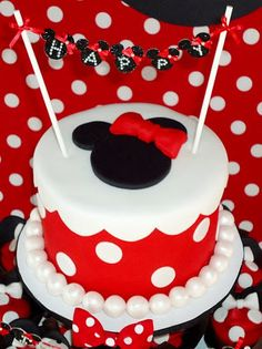 Minnie Mouse Cake- love this. minnie is going to be the theme of Addies 1 yr old party, I think :) Bolo Minnie, Minnie Cake, Minnie Cupcakes, Pink Minnie, Yummy Cupcakes, Birthday Party Celebration, Birthday Party Themes, Birthday Cake, Birthday Ideas
