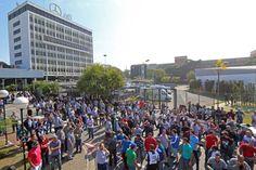 CAnadauenCE tv: Trabalhadores na Mercedes param por 24 horas contr...