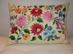 Hungarian Embroidery Stitch Pillow handmede embroidery Hungarian Kalocsa by macaristanbul - Pillow Embroidery, Chain Stitch Embroidery, Learn Embroidery, Embroidery Stitches, Embroidery Patterns, Hand Embroidery, Hungarian Embroidery, Vintage Embroidery, Stitch Head
