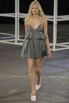 Alexander Wang Spring 2014 RTW - Runway Photos - Fashion Week - Runway, Fashion Shows and Collections - Vogue Fashion Week, New York Fashion, Runway Fashion, Spring Fashion, High Fashion, Fashion Show, Fashion Design, Review Fashion, Sport Fashion