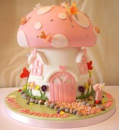 Mushroom fairy cottage cake. Super cute! Now I need for her fourth birthday to be a big fairy/tea party mash up.