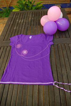 Camiseta de mujer manga corta, 100% algodon semi-peinado - 150 grs. - escote pronunciado - corte entallado Personalizada con motivos tejidos a
