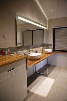 Столешница под раковину Eco Modern 3 Сложная длинная столешница из массива тика, гармонично соединила зону хранения, два умывальника и плавно перешла в подоконник. Экзотический оттенок тика разбавляет холодные белые элементы интерьера, и создает уютную, теплую и стильную атмосферу в ванной комнате. Подробнее здесь: http://amp.gs/zFnb #стол #столешница #ваннаякомната #дизайнинтерьера #loft #мебель #мебельназаказ #slab #издерева #мебельиздерева #изтика #тик #интерьерванной