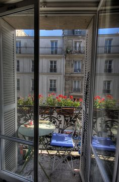 A Paris Me balcony, this AM by milliped