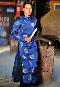 LONG DRESS FOR MAN - If you have any question, please contact us via Skype, Yahoo chat or Email, we're online Vietnamese Traditional Dress, Vietnamese Dress, Traditional Dresses, Ao Dai Men, Dynasty Clothing, Ao Dai Vietnam, Culture Clothing, Oriental Fashion, Folk Costume