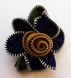 Deep Purple and Goldenrod Floral Brooch / Zipper Pin von ZipPinning
