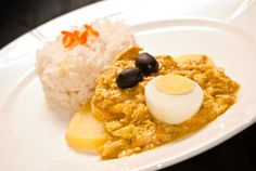 Learn to make aji de gallina, Peru's lightly spiced shredded chicken stew. Peruvian Dishes, Peruvian Cuisine, Peruvian Recipes, Peruvian Drinks, Peruvian Desserts, Peruvian Chicken Stew Recipe, Stew Chicken Recipe, Chicken Recipes, Causa Rellena Recipe