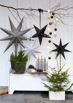 Do you want to keep your Christmas decorations nice, trendy and minimal? How about try something new this holiday season? You may want to try Scandinavian Christmas decorating. Scandinavian, also known as Nordic style, is a trendy and modern decorating ma Noel Christmas, Winter Christmas, All Things Christmas, Christmas Crafts, Vintage Christmas, Rustic Christmas, Simple Christmas, Christmas Quotes, Christmas Music