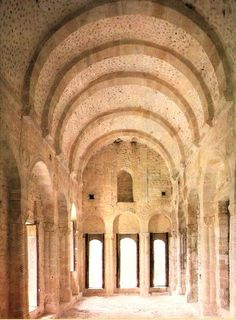 Sta. Maria del Naranco, Oviedo, Spain. Architecture Romane, Romanesque Architecture, Sacred Architecture, Church Architecture, Beautiful Architecture, Pre Romanesque, Architecture Religieuse, Chapelle, Medieval Art