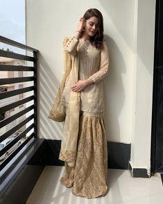 Shadi Dresses, Pakistani Formal Dresses, Pakistani Dress Design, Pakistani Outfits, Indian Dresses, Pakistani Clothing, Stylish Dresses For Girls, Fashionable Outfits, Party Wear Dresses