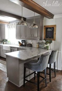 21 Creative Grey Kitchen Cabinet Ideas for Your Kitchen Grey is such a versatile color, it can be applied to any furniture in your home. Let's discuss about creative ways to paint your kitchen cabinet with grey! Grey Kitchen Cabinets, Kitchen Redo, Kitchen Countertops, New Kitchen, White Cabinets, Kitchen Dining, Dining Rooms, Kitchen Soffit, White Counters