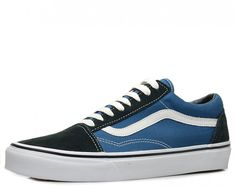 Modell Old Skool von Vans- Retro Sneaker in urbaner Farbkombi! Textilfutter, abgepolsterte textile Decksohle, flexible Gummilaufsohle, Obermaterial: Velourleder/ Textil, Farbe: blau  http://www.belvero.de/vans-vn-o-d3hnvy-old-skool-sneaker-blau