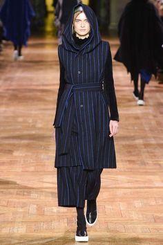 Issey Miyake ready-to-wear autumn/winter '17/'18 - Vogue Australia