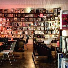gemuetlichsten Cafés in Wien Book Cafe, Text You, Where To Go, Vienna, Travel Destinations, Journey, Adventure, Cafe Idea, Holidays