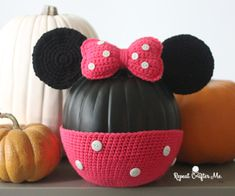 The Mickey Mouse Pumpkin now has Minnie Mouse Pumpkin by his side! Crocheting these quick embellishments is such an easy way to decorate plain black craft pumpkins! Materials: – Black Craft Pumpkin purchased at Michaels Craft Store. – Bernat Super Value Yarn in Peony Pink and Black. Shop colors at Yarnspirations.com – Size H Crochet …